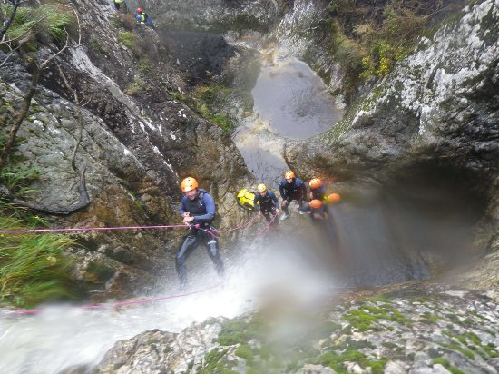 Barranquismo en Asturias con Los Cauces Multiaventura. Nivel 4 muy alto-II